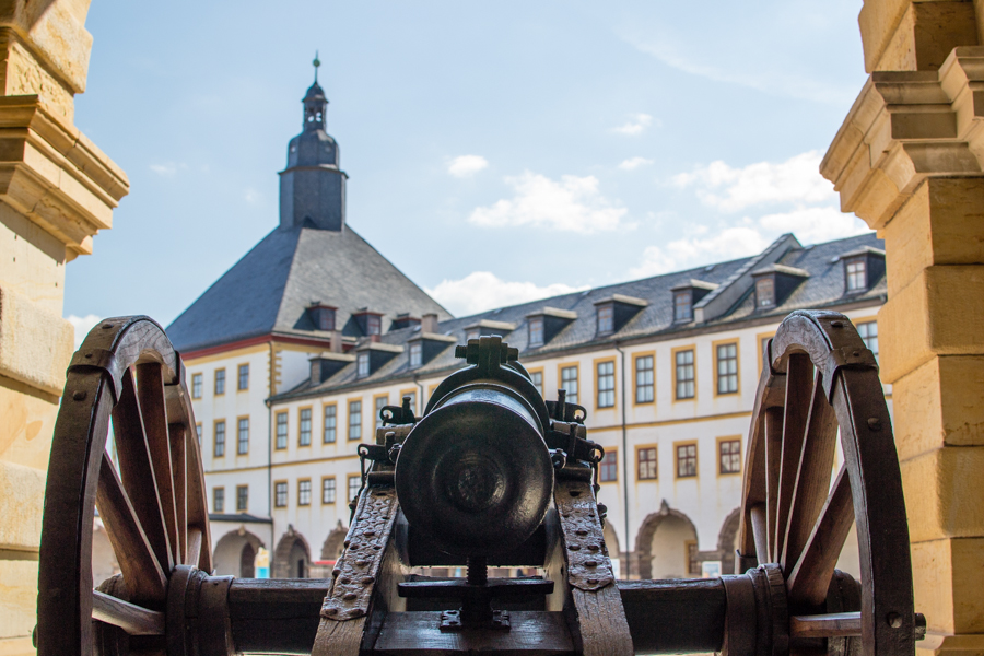 un canon dans le château de friedenstein