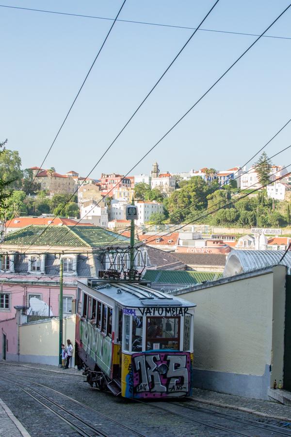 vieux tramway à Lisbonne