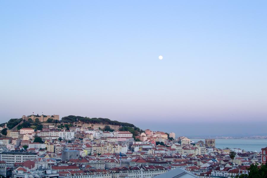 Le soleil se couche sur Lisbonne