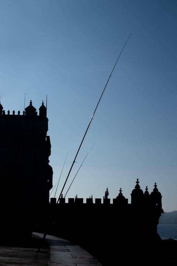 pecheurs près de la tour de belem