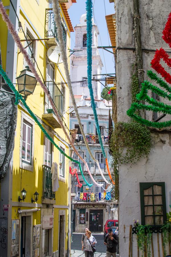 rue colorée d'alfama