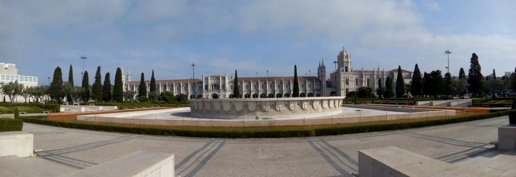 photo du Monastère de Jeronimos  en entier - quartier de Belem