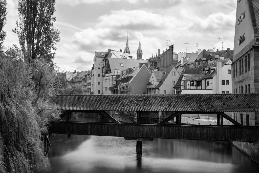 le vieux pont sur la rivière de Nuremberg