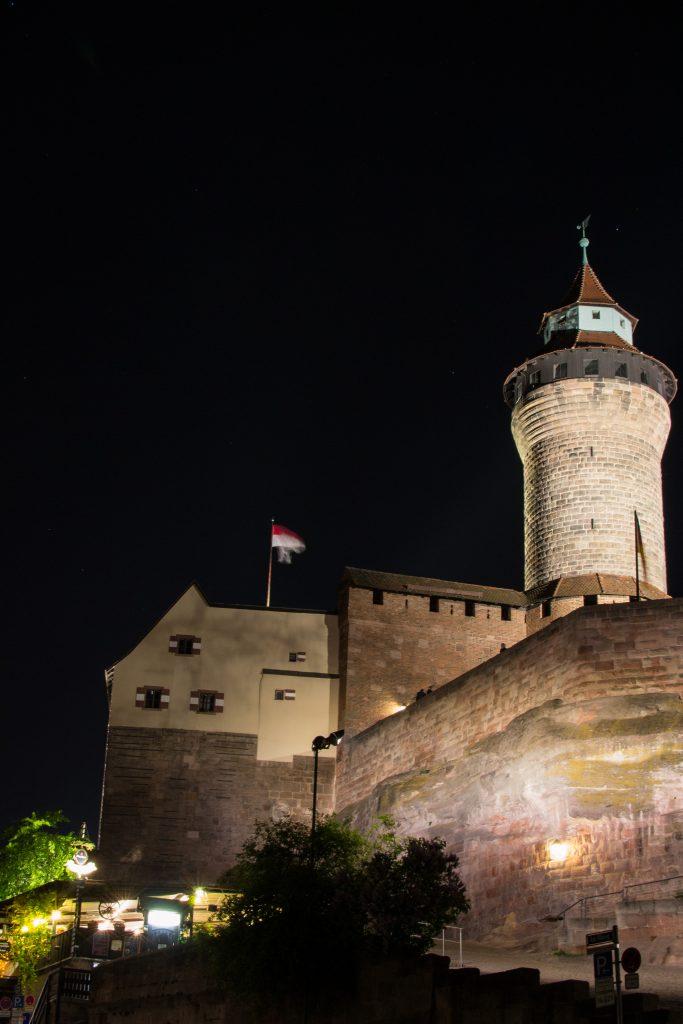 le chateau de nuremberg la nuit