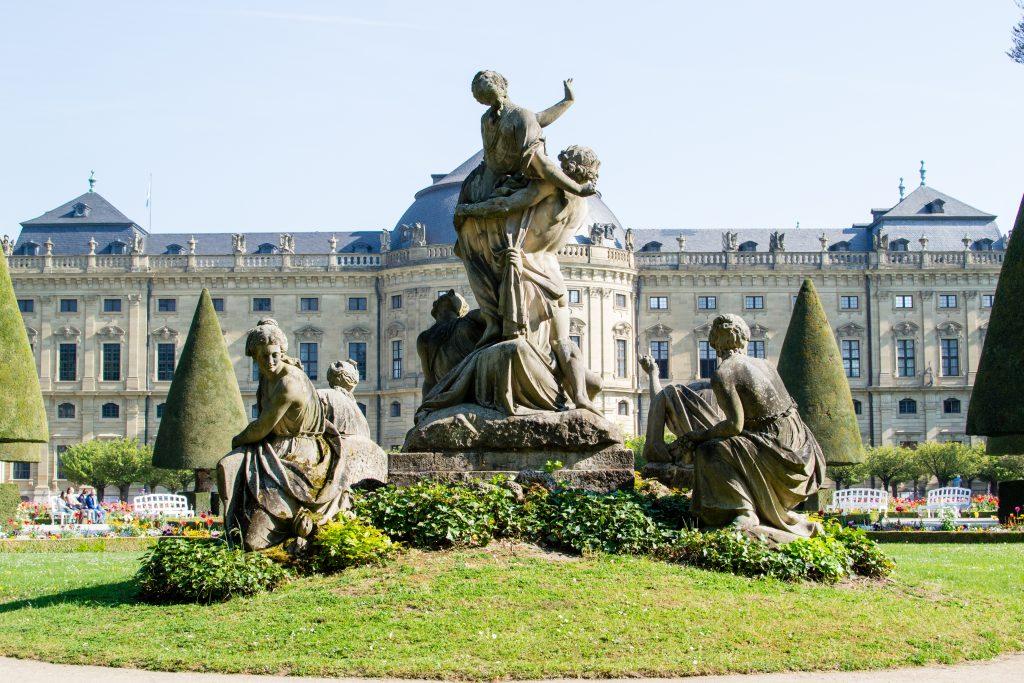 statues dans le palais de Wurzburg