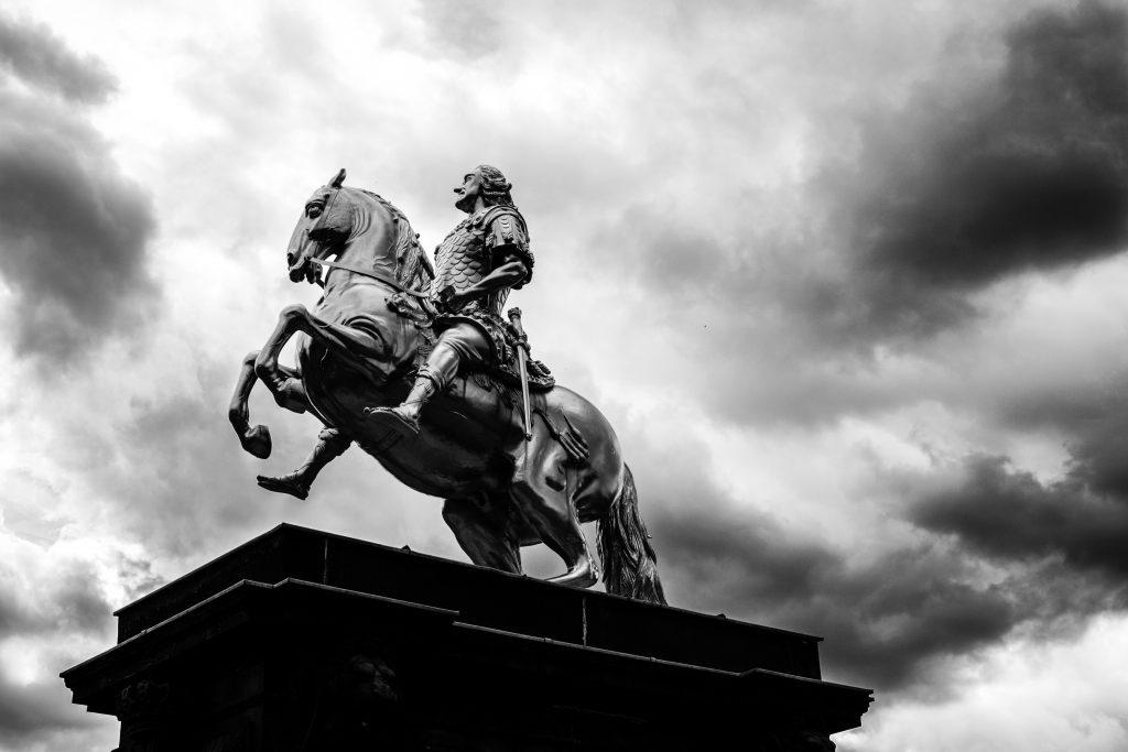 statue de cavalier à Dresde en Saxe