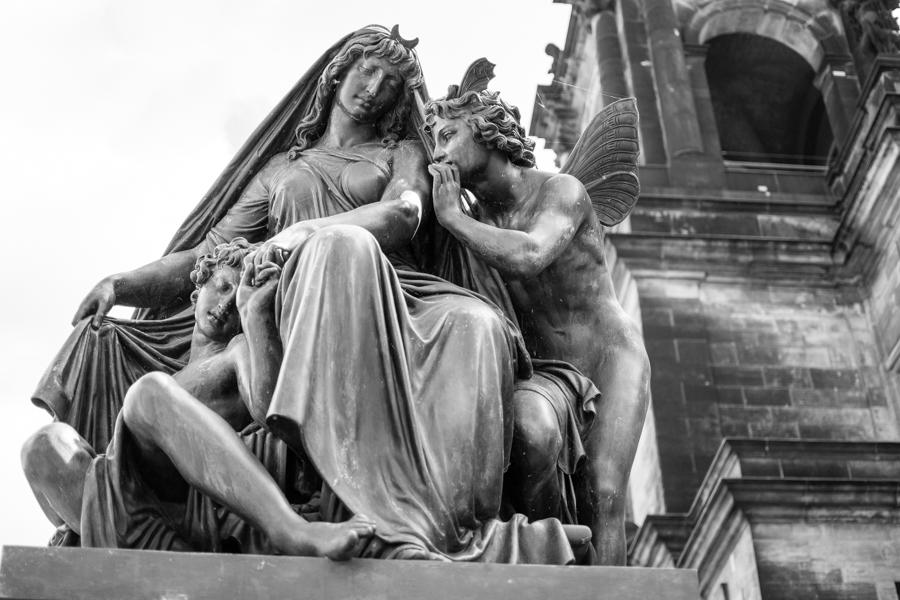 une statue dans la vieille ville de Dresde