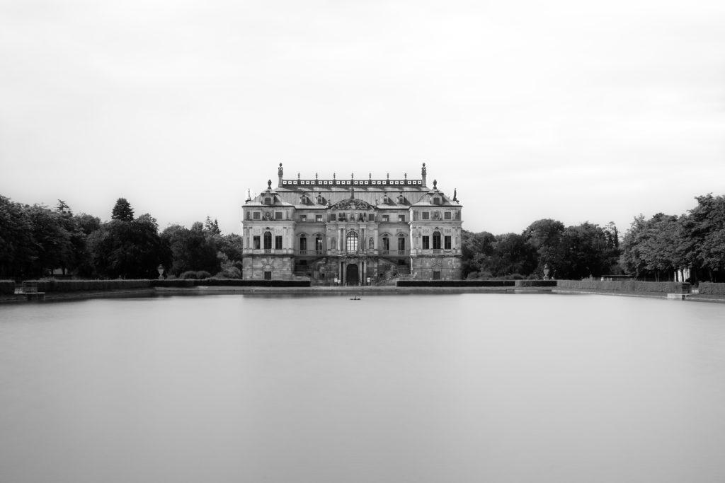 Le grosser palais dans le jardin botanique dresde