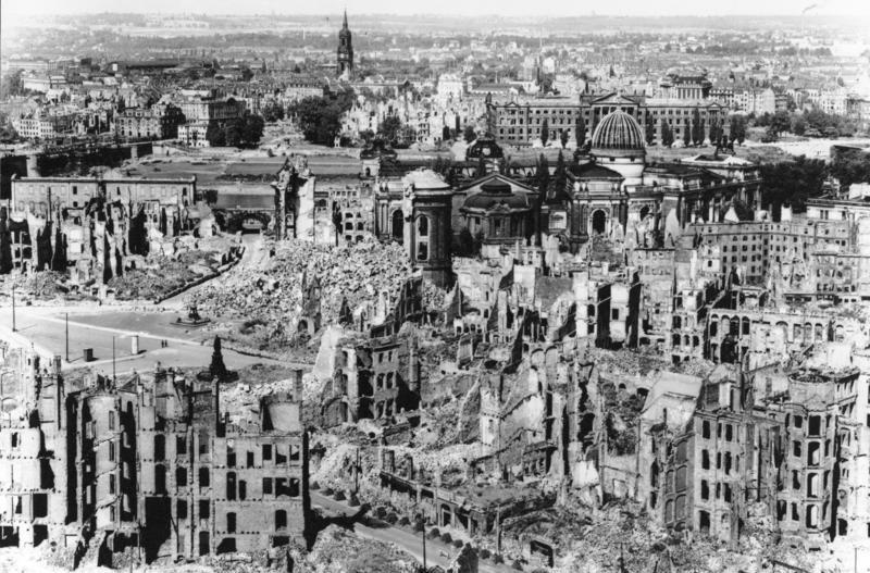 Dresde detruite après la guerre