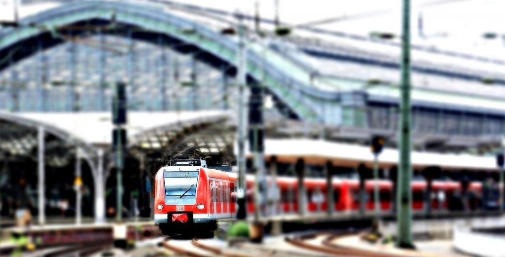 un Train à la gare centrale de BerlinBahn