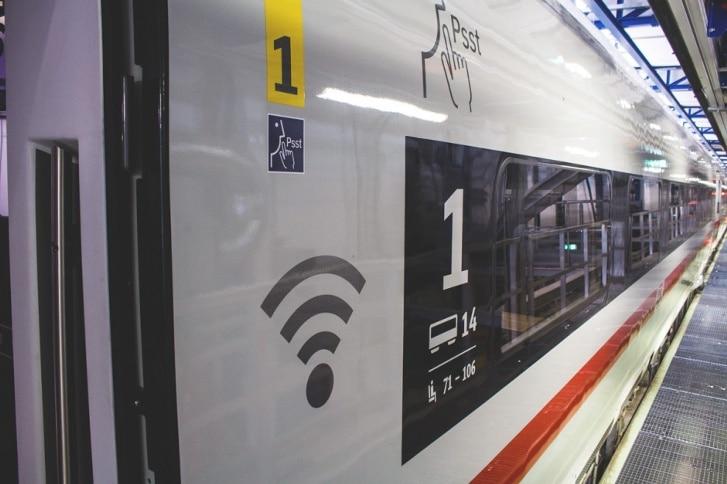 logo wifi sur train allemand