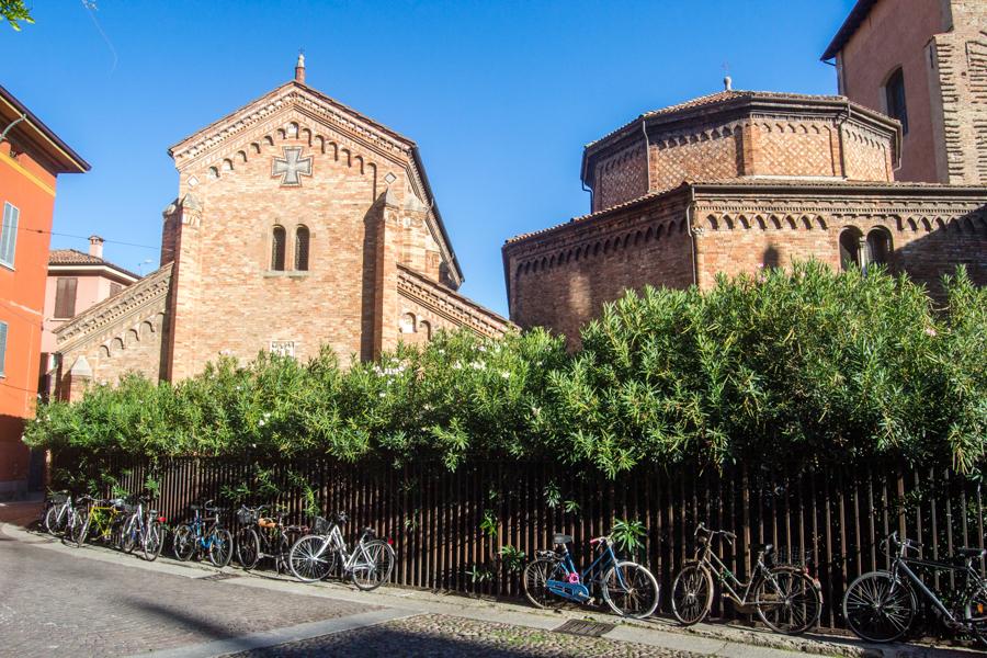 Basilique santo Stefano avec ses vélos